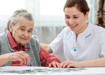 Dame mit Pflegerin